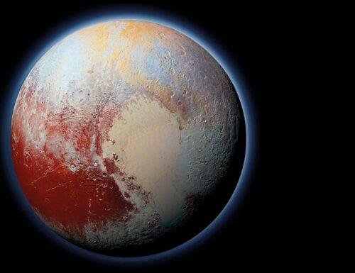 Sorriso di circostanza, silenzio, Plutone.